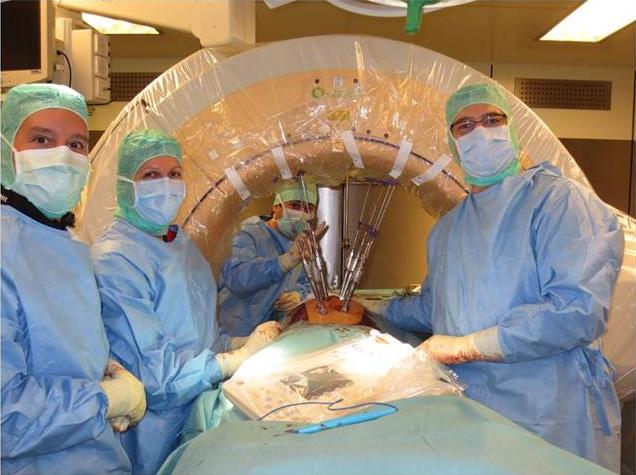 Bsp. für eine intraoperative Kontrolle mit Spezialröntgen bei einer minimalinvasiven Stabilisation